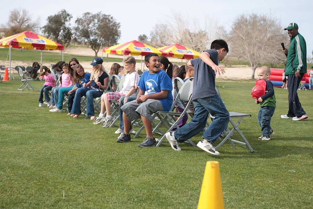 9 classic group games like musical chairs